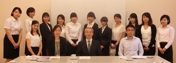8月17日,学習院女子大学中島崇文教授と学生の皆さんが日本大使館を ...
