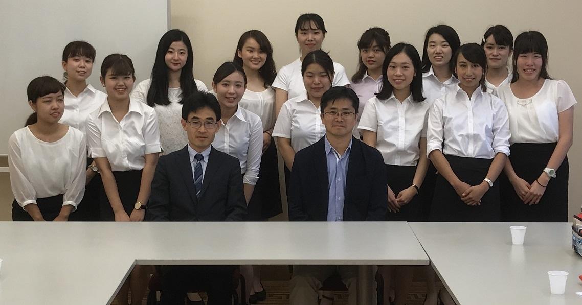 8月16日、学習院女子大学中島崇文教授と学生の皆さんが日本大使館を ...